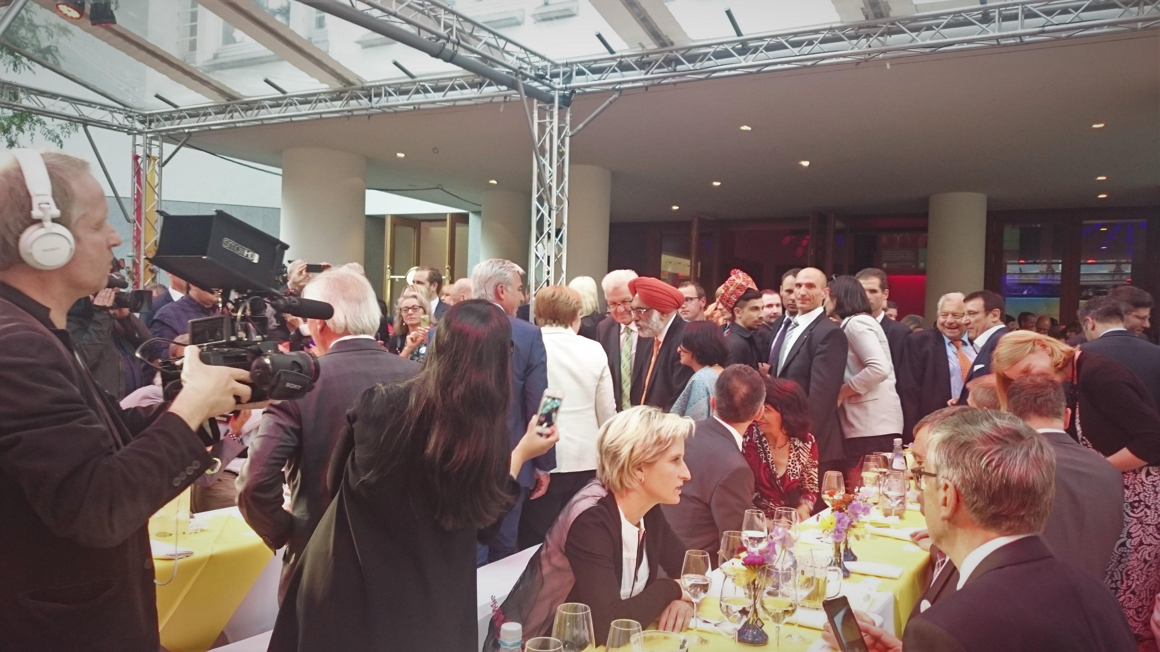 Frau Merkel war die Bienenkönigin der Feier. Ich konnte sie leider nur von hinten erwischen.