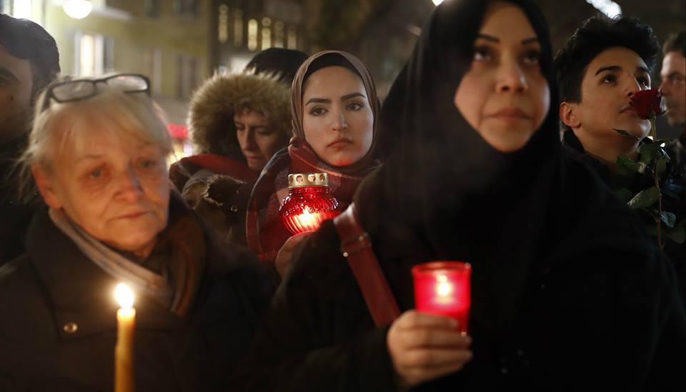 Deutschland, schau auf diese Stadt! Hier trauern Christen und Muslime gemeinsam um die Toten des Anschlags auf dem Berliner Weihnachtsmarkt. (Foto: AFP)